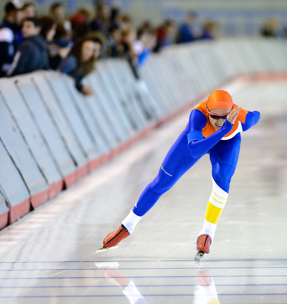 Strong Finish: Jill Yuen charges to the finish line during the WomenÕs 1500 Oval Invitational Long Track & World Cup Fall Trials at The Olympic Oval. The top time qualifiers will move onto the World Cup in November. (Photo by Andy Maxwell Mawji/SAIT Polytechnic)