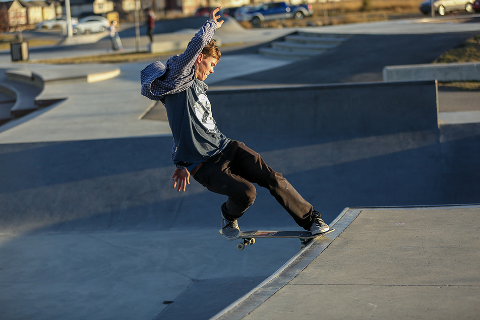 Skateboard Tricks: Skateboarder Sam Neufeld executes a nose grind at Chinook Winds Skatepark in Airdrie on Saturday, Nov. 7, 2015. Neufeld has been skateboarding for three years. (Photo by Liam Quinn/The Press)