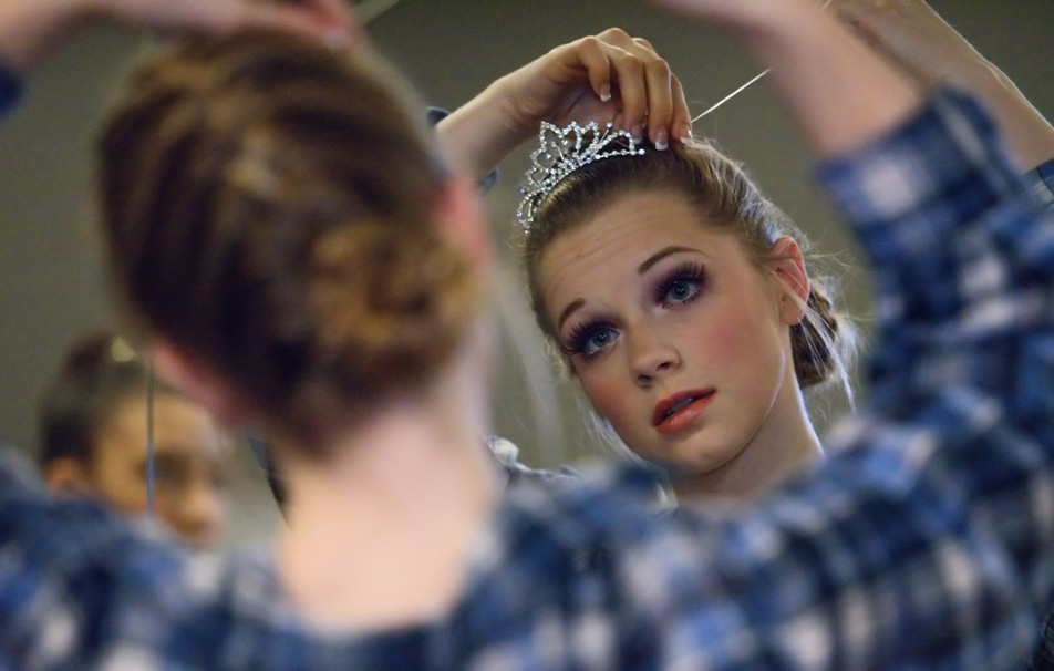 Tiara Time: Sydney Moncrieff fixes her hair before a dress rehearsal at Absolute Dance in the Dalhousie area in Calgary on Friday, Nov. 27, 2015. Moncrieff plays the character Elsa in the ballet production of Frozen. (Photo by Brooke Hovey/The Press)